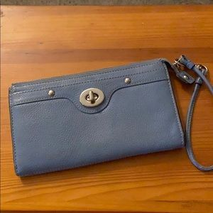 Coach periwinkle leather clutch purse- lrg wallet